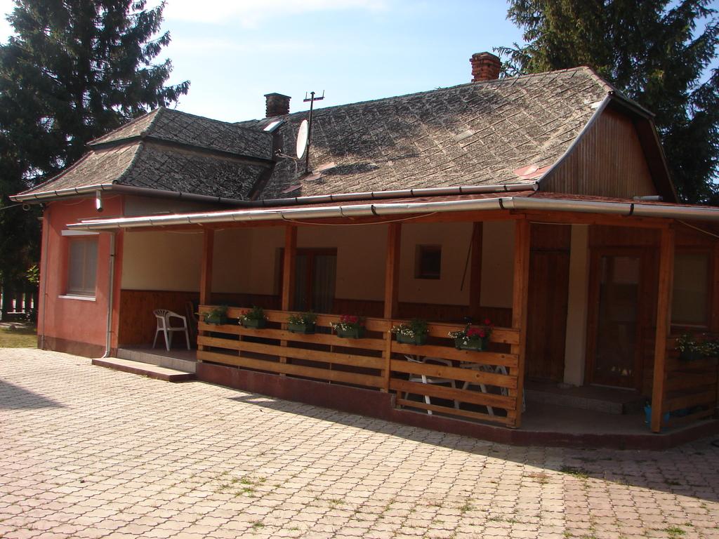Nyárfaliget vendégház