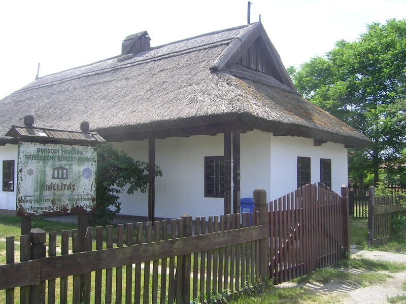 Ároktő tájház