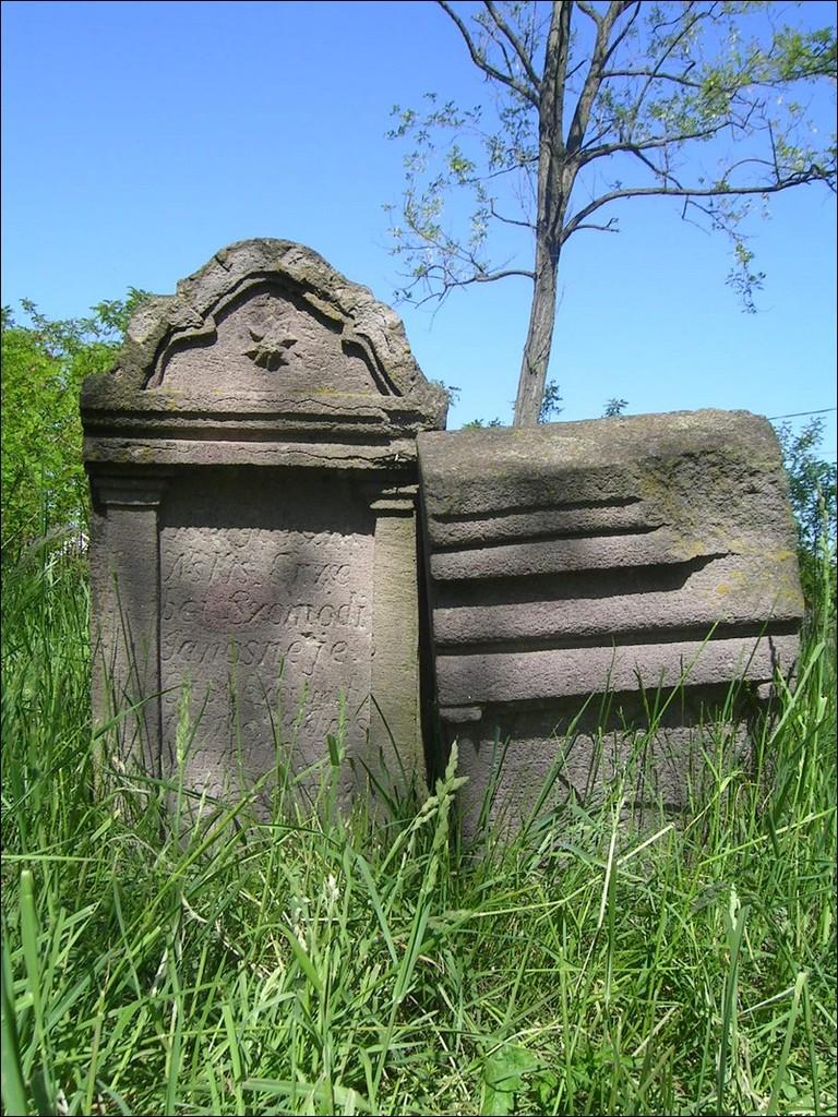 Kopjaköves temető